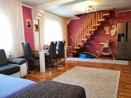 Helle 5-Zimmer-Maisonette-Wohnung mit Balkon in Gronauer Str., Köln
