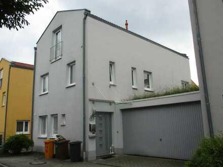 Modernes Stadthaus, ( 5ZKB) inkl. Doppelgrg. u. EBK, ca.166 qm in Augsburg- Kriegsh, nähe Klinikum