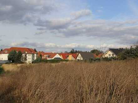 Bauerwartungsland in naturnaher Umgebung