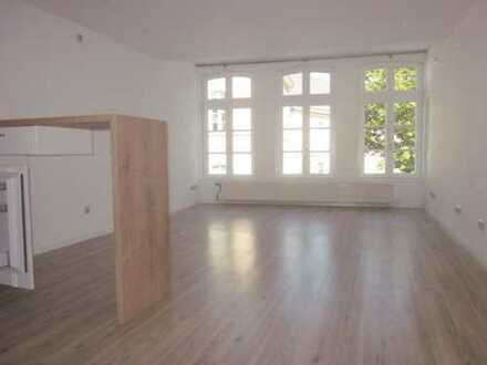 Schloßplatz - TOP-sanierte Single-Wohnung mit E-Küche