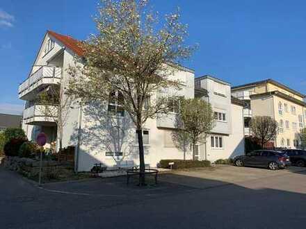 Zentral und ruhig - Sonnendurchflutete 3,5 Zi.-Wohnung mit Einbauküche, Balkon und TG-Stellplatz!