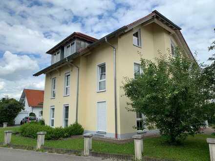 Neuwertige Wohnung mit sechs Zimmern und Balkon in Buxheim