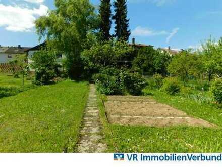 Großzügiges Wohnhaus mit idyllischem Garten