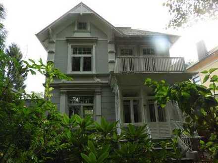 Expats only: Villa mit 8 Zimmern in Bahrenfeld