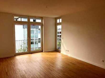 gepflegte, helle Zwei-Zimmer-Wohnung mit Westbalkon in Hamburg, Othmarschen