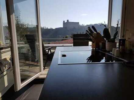 Stilvolle, neuwertige 4-Zimmer-Penthouse-Wohnung mit Burgblick für Eigennutzung oder Kapitalanleger
