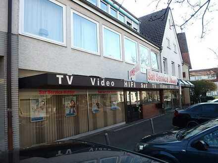 Zentral gelegene Einzelhandelsfläche in Wohn-/Geschäftshaus
