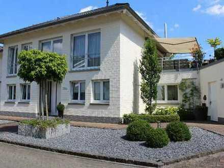Elegante, zweigeschossige Stadtvilla im Bögengebiet