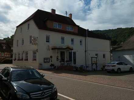 Gut eingeführtes Hotel mit Restaurant, zusätzlichem nostalgischen Fachwerkhaus mit Gästezimmern