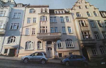 Ruhige, modernisierte 3-Zimmer-Altbauwohnung mit Balkon in Auerbachs Oberstadt, Vogtlandkreis