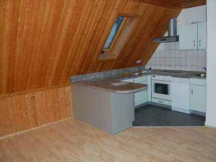 Tolle DG-Wohnung mit offener Küche, EBK und interessanten Details