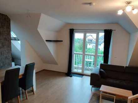 Helle Wohnung in guter Lage mit zwei Zimmern sowie Balkon und EBK in Hallbergmoos