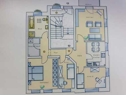 Preiswerte, vollständig renovierte 4-Zimmer-Wohnung mit Balkon in Sachsen - Plauen