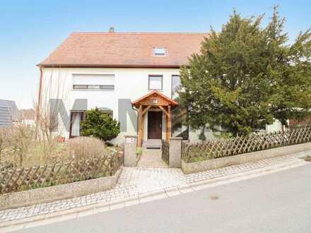 Ca. 2.536 m² großes Grundstück mit viel Potenzial und ZFH mit Wohnrecht für EG-Whg. zu verkaufen