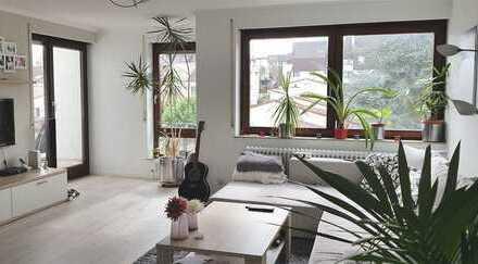 nette, helle 2,5 Zi. Wohnung mit EBK und Balkon