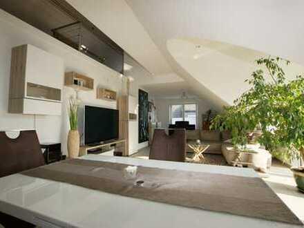 Lichtdurchflutete, exclusive Wohnung im DG mit Galerie, Fussbodenheizung u. bodentiefen Fenstern