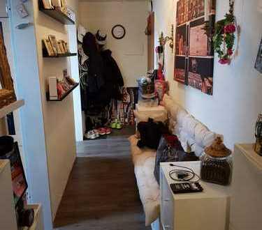 Gepflegte 1-Zimmer-DG-Wohnung mit Balkon und Einbauküche