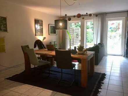 Attraktive 2,5-Zimmer-Wohnung mit eigenem Garten und Balkon in ruhiger Lage