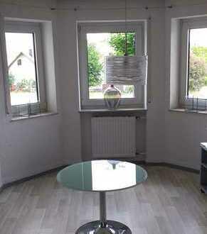 3,5-Zimmer-Hochparterrewohnung mit EBK und Balkon in Edelsfeld