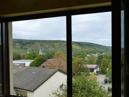 Günstige, gepflegte 5-Zimmer-Wohnung mit Balkon in Weikersheim