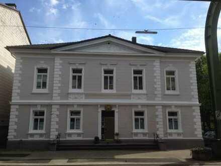Stadtvilla: Großzügige 3-4 Zi. Altbau-Whg. mit Gewerbe: Büro, Galerie, 80-135qm!