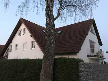 Top-Wohnung (OG & DG) in Bestlage in kleiner Stadtvilla