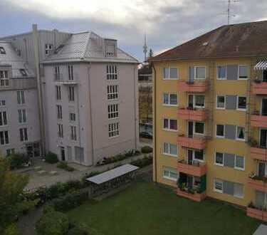 Stilvolle 3-Zimmer-Wohnung mit Balkon und Einbauküche in Milbertshofen, München