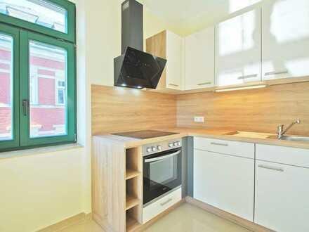 Erstbezug nach Sanierung * 2-R.-W. * neue EBK * Küche und Bad mit Fenster * Denkmal * Top-Lage