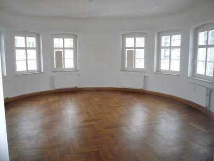 5-Zimmerwohnung mit Parkett- bzw. Laminatfußböden
