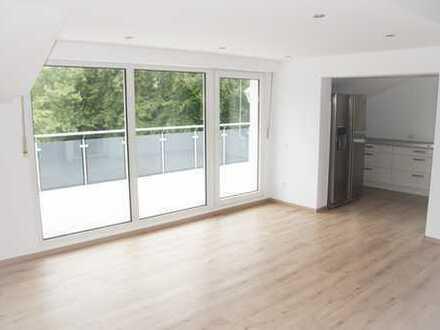 Attraktive 3-Zimmer-Wohnung in ruhiger Toplage mit großer Dachterrasse und Einbauküche