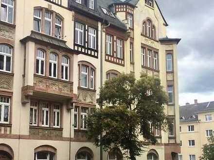 bezugsfreie 4-Zimmer-ETW mit Wanne im Dachgeschoss in Denkmalschutzobjekt in Plauen (Preißelpöhl)