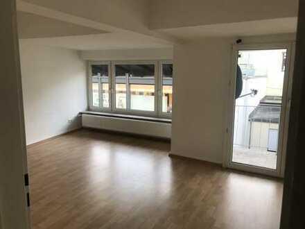 Vollständig renovierte 5-Raum-DG-Wohnung mit Balkon und Einbauküche in Gelnhausen