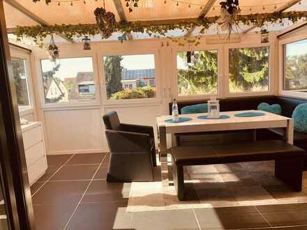 Möblierte, Stilvolle, gepflegte 2-Zimmer-Maisonette-Dachgeschosswohnung mit Wintergarten in Mannheim