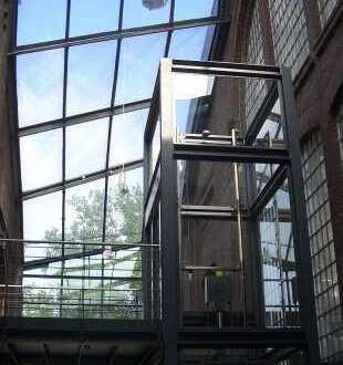 Großraumbüro möbliert mit Charme der Industriekultur