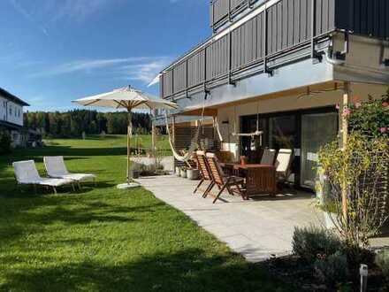 Traumwohnung mit Terasse: schöne 2-Zimmer-EG-Wohnung in Gollenshausen/Gstadt am Chiemsee