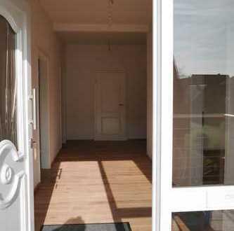 Freundliche, sonnige Wohnung -neu2016- 2 große Zimmer, Küche, Bad sucht ihresgleiche(n) Menschen!