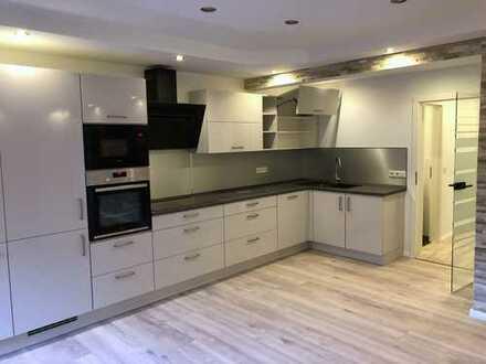 Top-Sanierte Luxus 4-Zimmer Wohnung mit Einbauküche, Loggia und Ankleidezimmer
