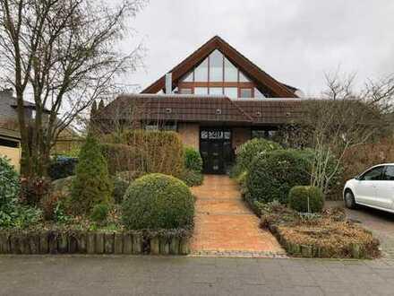 Frei verfügbare, großzügige 7- Zimmerwohnung mit Garage und 3 Stellplätzen in 24109 Melsdorf