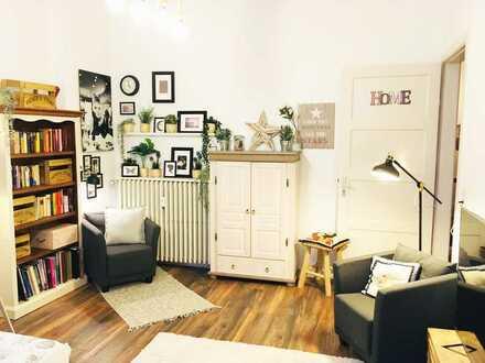 Möblierte modernisierte Altbau-Wohnung mit Einbauküche und Balkon (City)