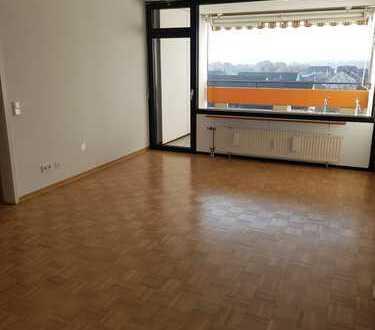 Vollständig renovierte 3,5-Zimmer-Wohnung mit Balkon in Pesch, Köln