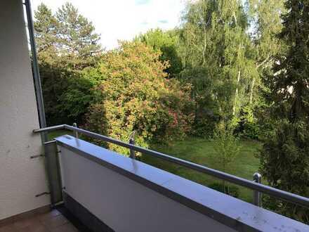 Ruhige, im Grünen gelegene 3-Zimmer-Wohnung mit Süd-Balkon in Erlangen-Sieglitzhof