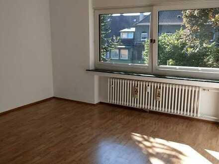 Großzügige 2-Zimmer-Wohnung mit eigener Sauna und Gartenanteil in ruhiger Lage von E-Bergerhausen