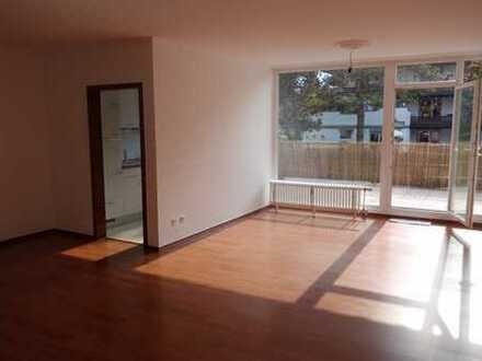 Besondere, helle 3-Zimmer-Terrassenwohnung in Düsseldorf–Vennhausen