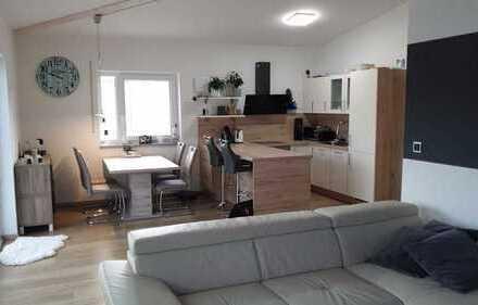 Stilvolle, neuwertige 2-Zimmer-Penthouse-Wohnung mit Balkon und Einbauküche in Kaufbeuren