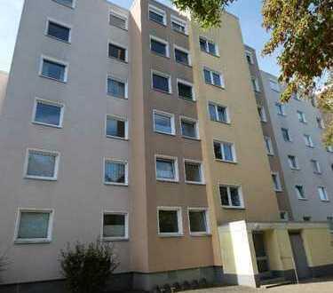 Renovierungsbedürftige Zwei-Zimmer-Wohnung mit Außenstellplatz