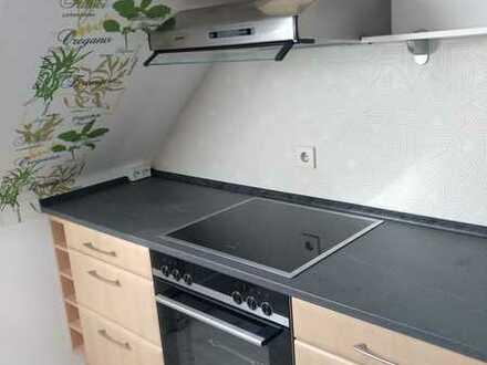 Gepflegte DG-Wohnung mit einem Zimmer und EBK in Speichersdorf