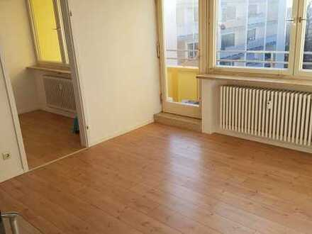 Hochzoll: Sanierte 2 Zimmer Wohnung mit kleiner Südloggia und EBK in Toplage zum Kuhsee