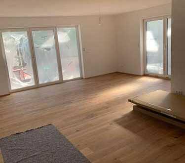 01.07.2020 Erstbezug EBK und Balkon mit herrlichem Blick: freundliche 4-Zimmer WHG - 2. OG