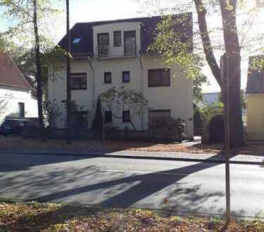 Soller Immobilien: Helle Dachgeschosswohnung in zentraler Lage