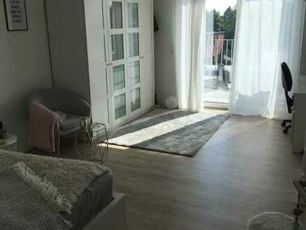 Geschmackvolle Terrassenwohnung mit einem Zimmer sowie Balkon und Einbauküche BEFRISTET bis 31.01.22